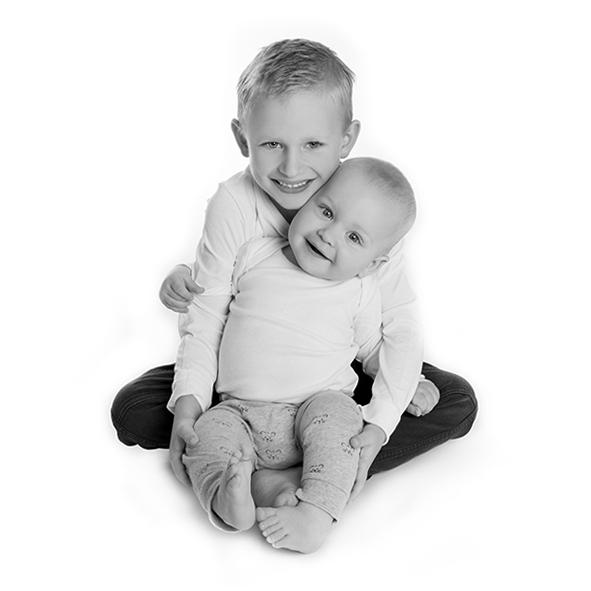 Fotograf i Aarhus Viby Børne foto Børneportræt søskende portræt Fotograf Birgit Skou Fotografi 5
