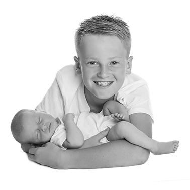 Fotograf i Aarhus Viby Birgit Skou Fotografi Baby Børne Søskende Familie Gruppe billeder